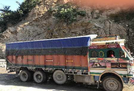 Un camion sur la route de Katmandu