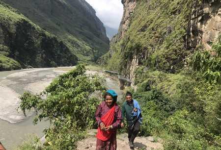 Népalais sur le chemin de Jagat