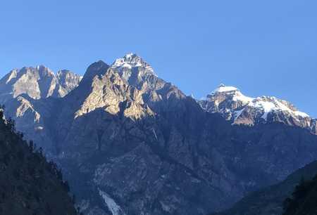 Vue sur les sommets depuis Deng