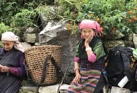 Une Népalaise profitant d'un moment de repos