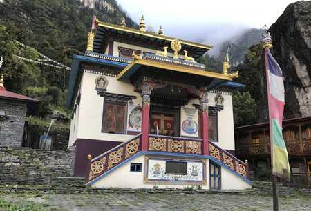 Un Monastère au dessus de Namrung